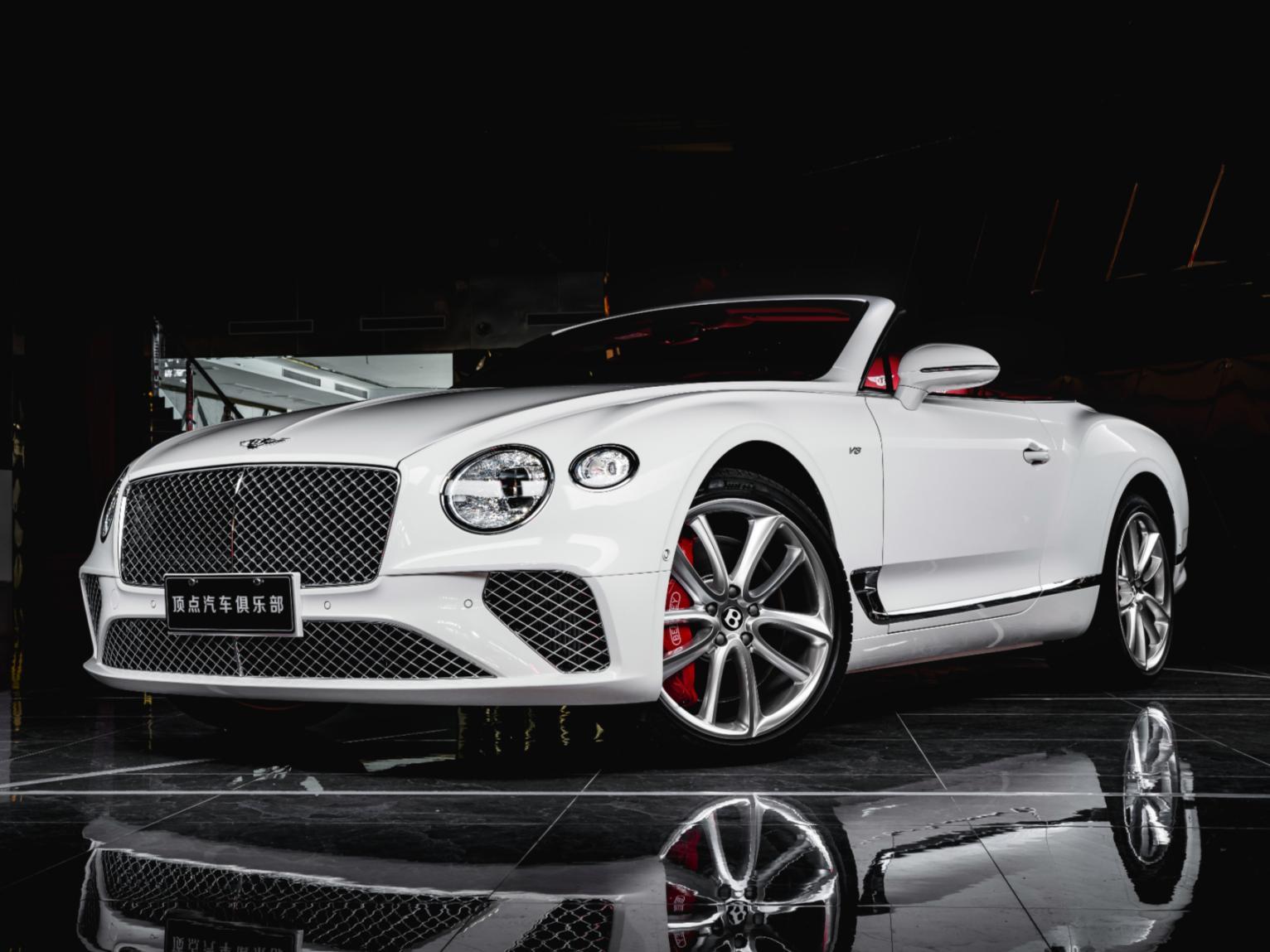 宾利 欧陆 白色/红色 2020款 4.0T GT V8 敞篷版