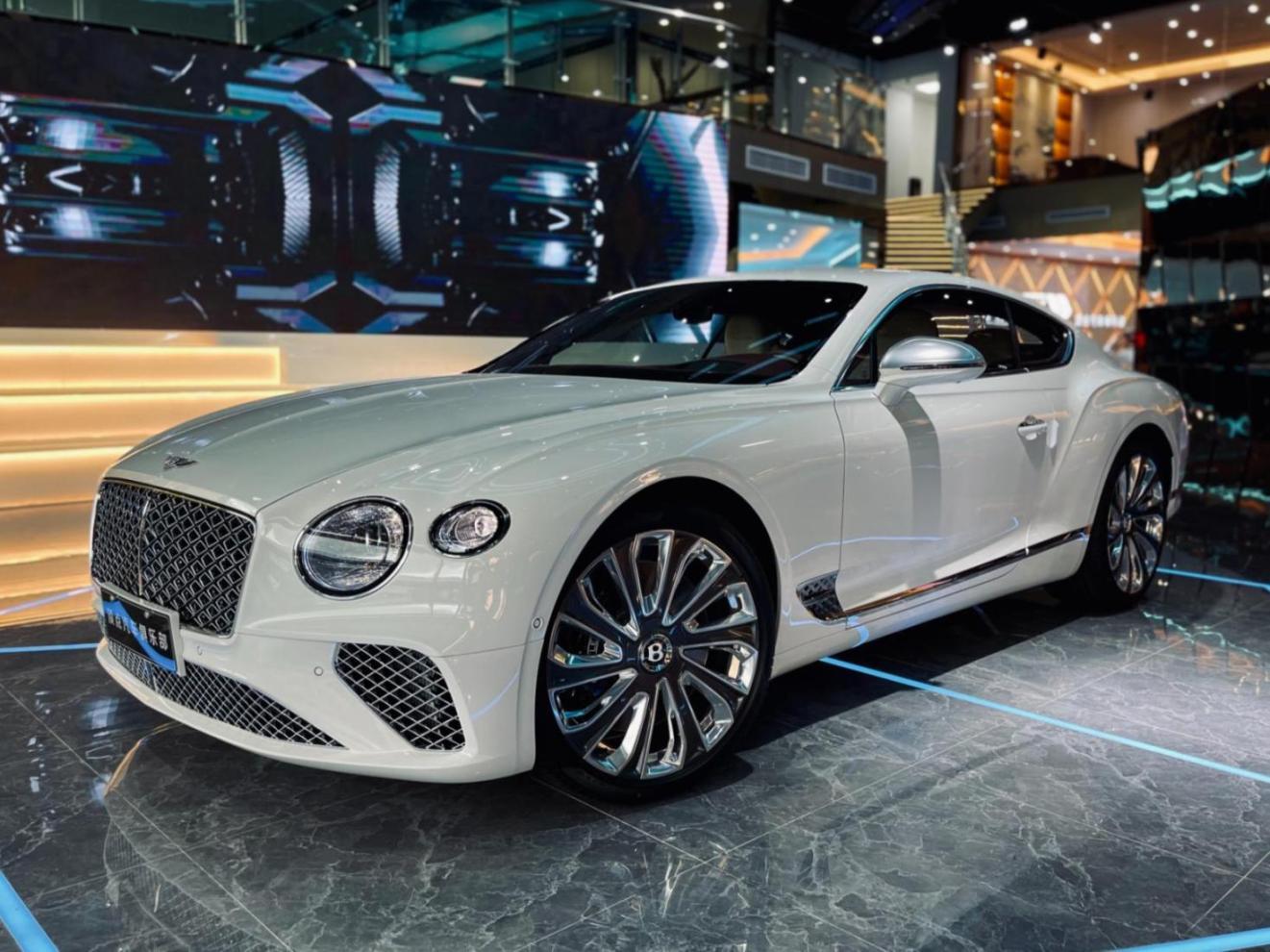 宾利 欧陆 白色/白色 2021款 6.0T GT W12 Mulliner